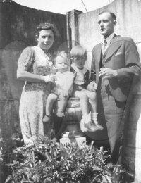 Antoine en Julia met hun zonen Herwig en Guido