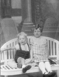 Adolf Desoete, met een voorlopig onbekend familielid