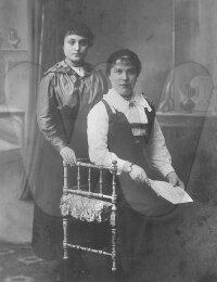 Albertine De Nolf met een vriendin in 1923