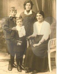 Louis, Maurice, Yvonne en Madeleine Lauwereins