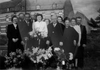 Groepsfoto bij het huwelijk van Albert en Berengère De Vriese - Innegraeve
